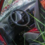 Accident de la route contre un arbre